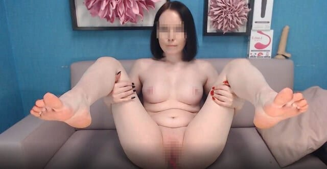 Flirt4Free woman shows her feet on sex chat