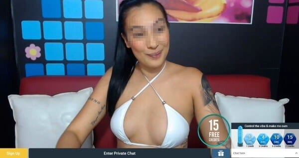 Pretty girl in white bra going Sexier cam show