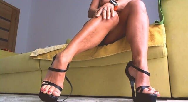 Sexy long legs on chat